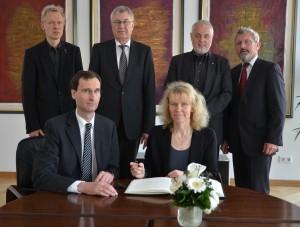 Anerkennung Elena Bleß - Stiftung beim Regierungspräsidenten in Münster